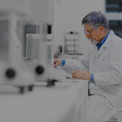 Monitoreo en Laboratorios de Calidad y Microbiología